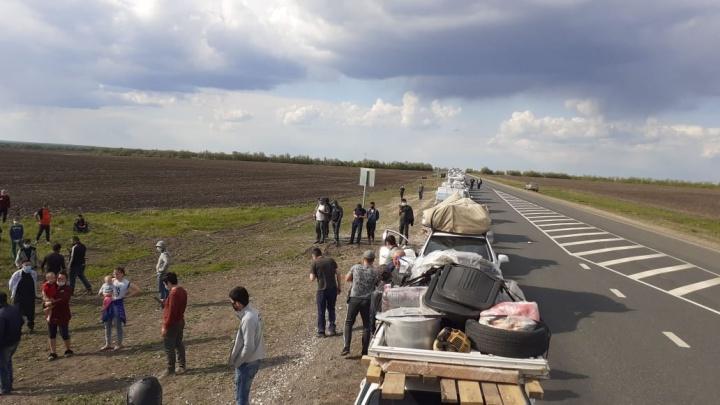 На границе Самарской и Оренбургской областей застряли 598 граждан Узбекистана