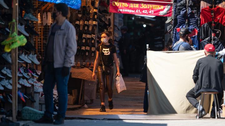 «Половина работает, половина — закрыта»: в Волгограде открылся Тракторный рынок