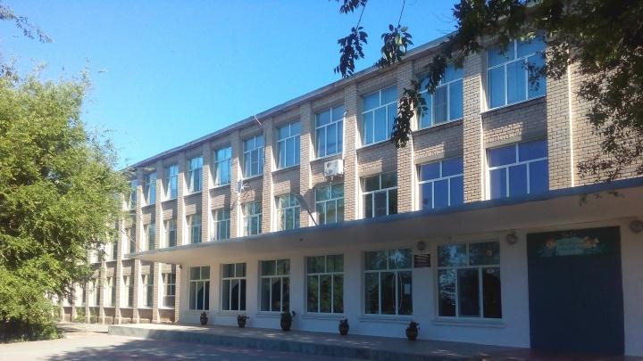 «Она в больнице»: под Волгоградом директора с коронавирусом оштрафуют за вспышку COVID-19 в школе