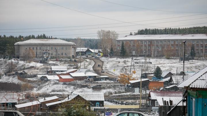 В Тасеево мужчина захватил в заложники мать с пятью детьми