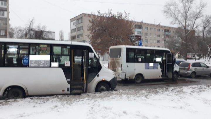 Паровозиком: на дороге в Самарской области столкнулись 4 машины