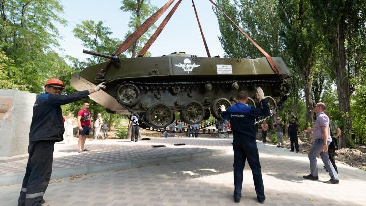 «Губернатору понравится»: кому понадобились в парке Гагарина аллея ВДВ и боевая машина десанта