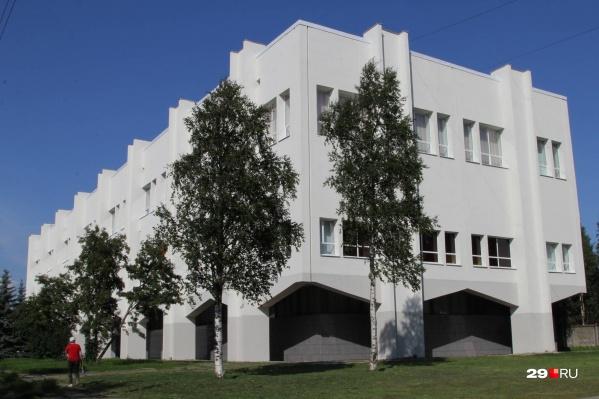 Областные и муниципальные библиотеки были закрыты для посещения с конца марта. Теперь они откроются, но на особых условиях