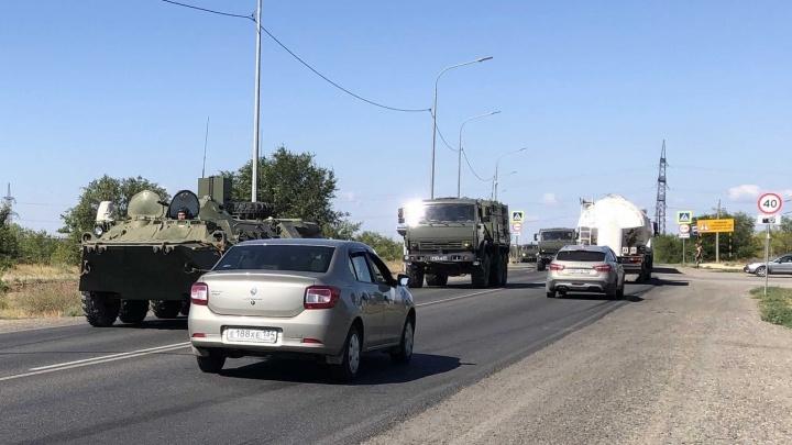 «БТРы в городе»: через Волгоград перебрасывают военную технику