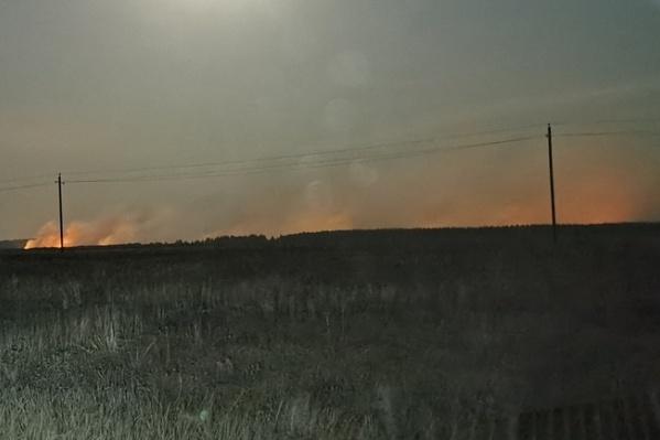 Пожар тушат второй день подряд