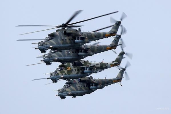 Над Екатеринбургом пролетели и самолеты, и вертолеты