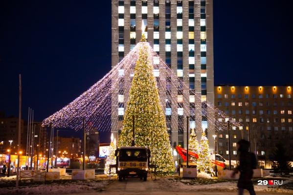 В Архангельске подсветили главную елку!
