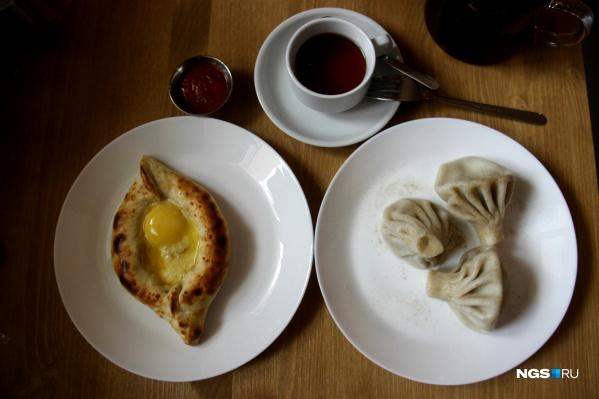 Хачапури и порция из трех хинкали