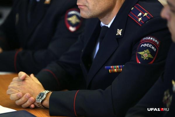 Полицейские сейчас разыскивают тех, кто воспользовался мошенническими услугами