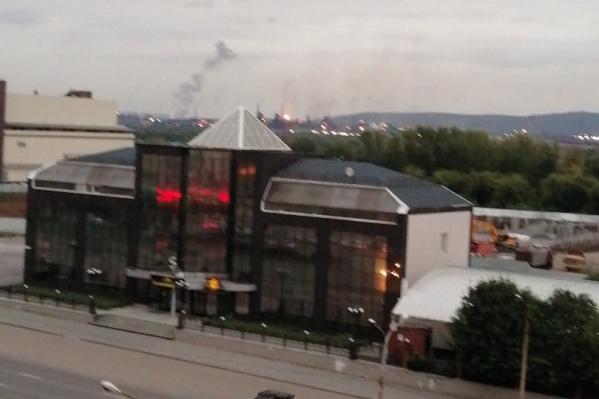Очевидцы сняли дым и пламя — их было видно даже издалека