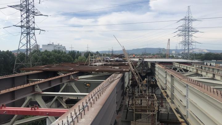 Работы под ЛЭП на развязке трассы М-5 остановили из-за жары