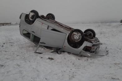 16-летняя девушка слетела с трассы на автомобиле своего знакомого