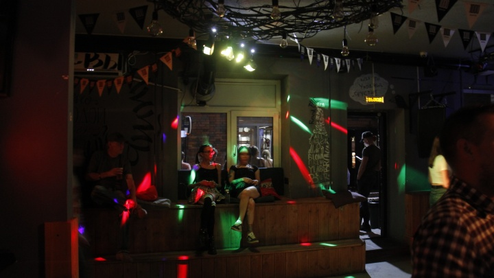 «Тусоваться ночью больше нельзя»: владельцы баров — о новых ограничениях для общепита в Новосибирске