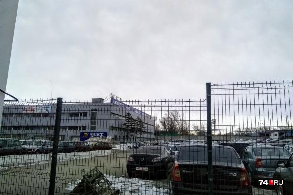 У автоцентра «Миасс» своя большая парковка