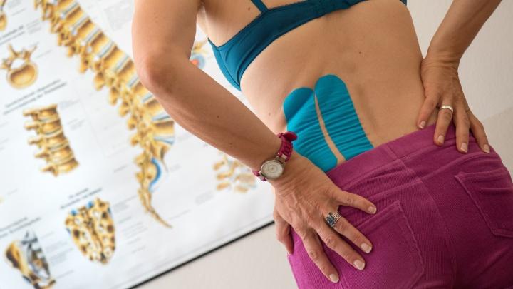 Все болезни — от нервов? Что делать, когда немеют пальцы или болит поясница