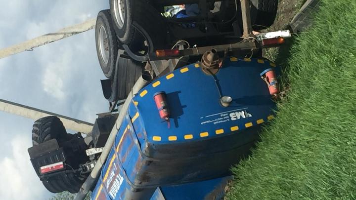 «Водитель скончался на месте»: стали известны подробности ДТП с перевернутым КАМАЗом