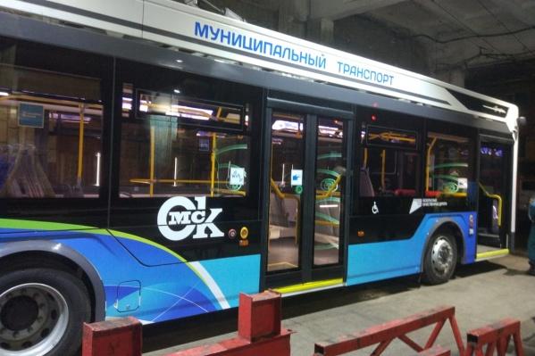Первые троллейбусы «Адмирал» проходят ночную обкатку