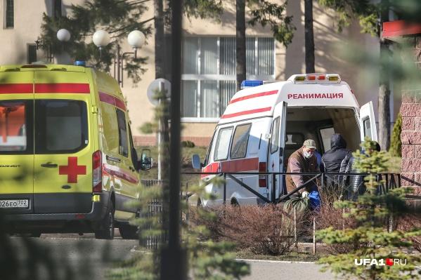 Как минимум трёх клиентов больницы отправили на карантин