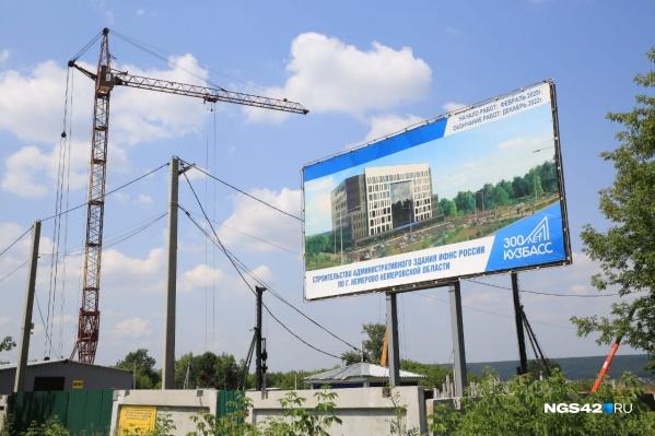 Сейчас на месте работает строительная техника, работы планируется закончить до 2022 года