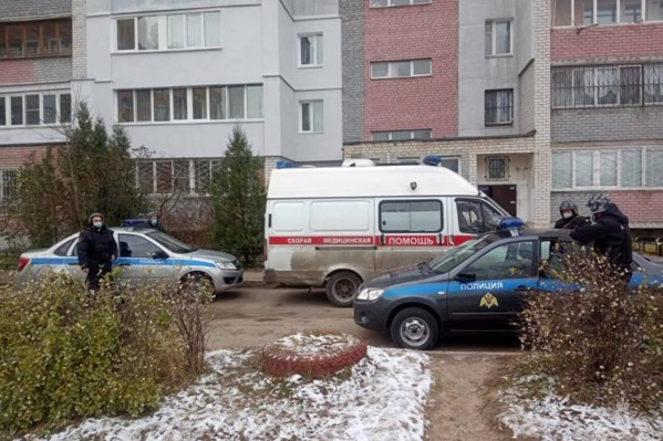 На место происшествия приехали две группы задержания