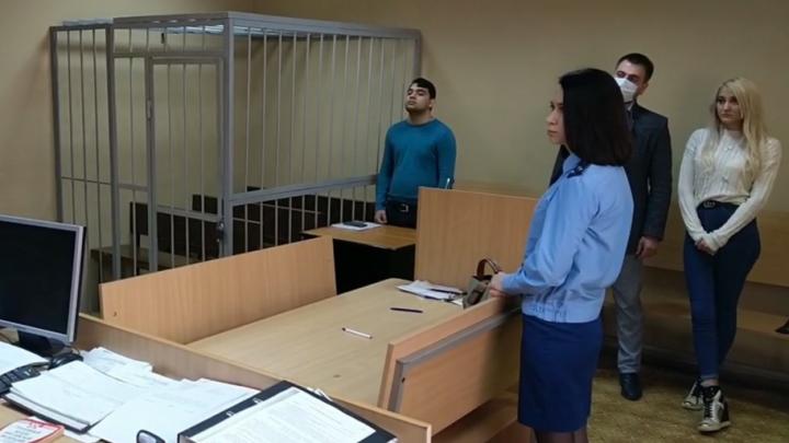 В Екатеринбурге освободили от наказания цыгана, который за рулем «Лады» сбил танцовщицу на тротуаре