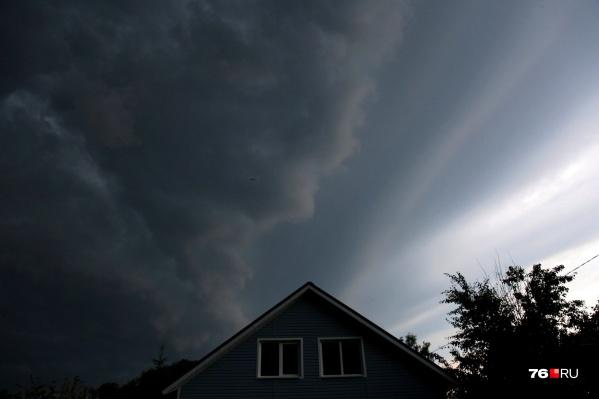 Небо резко потемнело