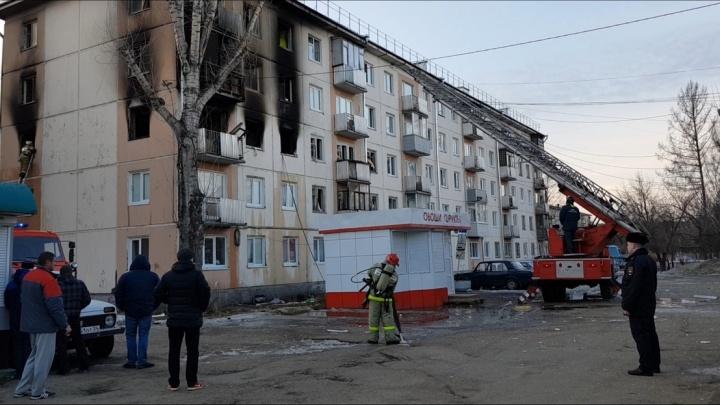 В загоревшейся пятиэтажке погиб человек после взрыва газа