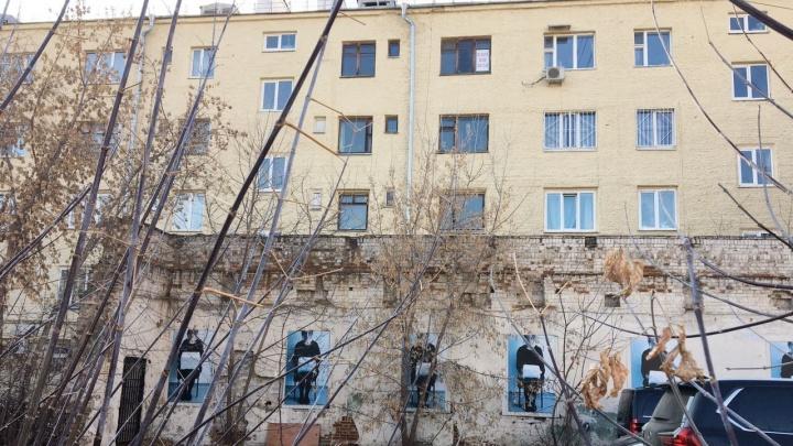 Осталось полторы стены: в центре Екатеринбурга восстановят дом-памятник и откроют в нем галерею