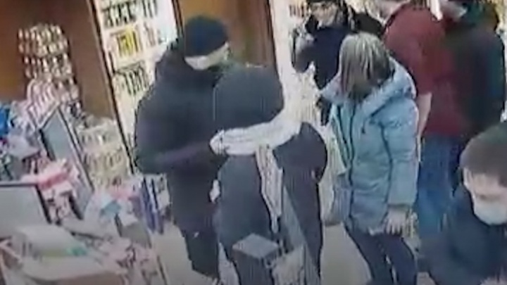 В Росгвардии рассказали о драке сотрудника с пьяной компанией возле магазина «Красное & Белое» в Копейске