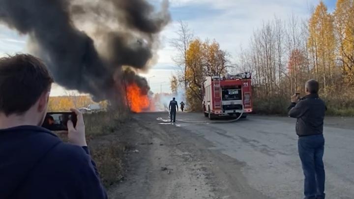 В Челябинске полыхнула «Газель», дым от пожара был виден через полгорода