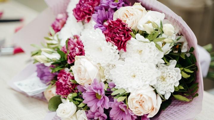 На Лазурной открылся новый цветочный магазин: пышный букет из 10 роз стоит 350 рублей