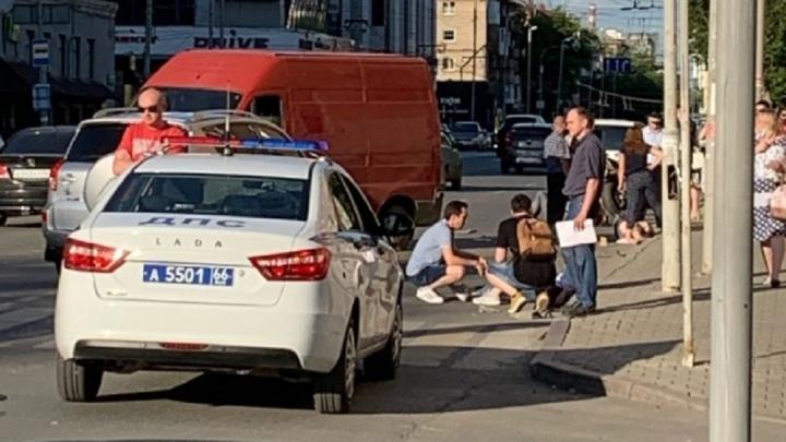 Двое пешеходов пострадали, один погиб: все о ДТП на Малышева, где FIAT въехал в толпу