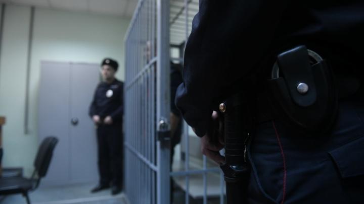 Получил 140 тысяч за молчание: в Екатеринбурге экс-полицейского будут судить за взятку