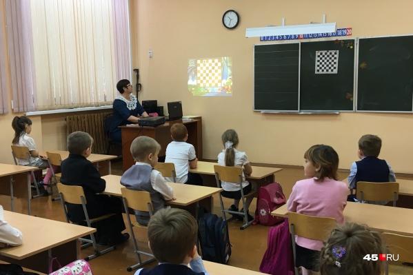 Областной оперативный штаб изменил формат обучения для части зауральских школьников в период пандемии COVID-19