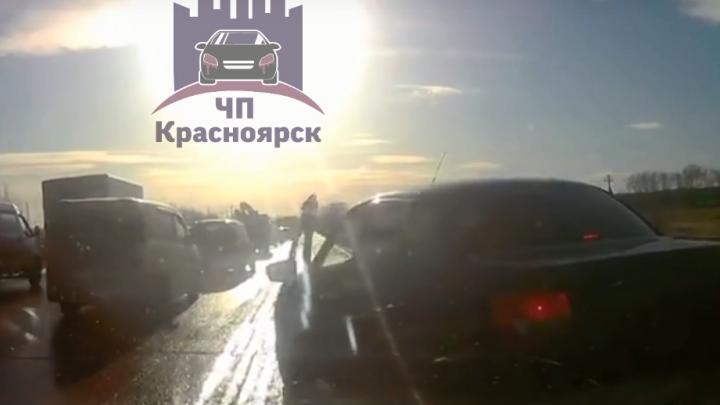 «Обочечник» против блюстителя ПДД: по факту конфликта на Северном шоссе полицейские проводят проверку