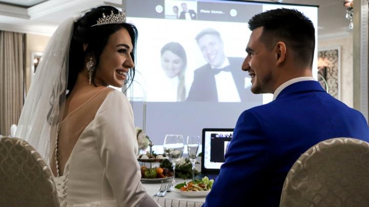 «Просто расписаться и пойти домой не хотелось»: нижегородцы сыграли свадьбу в онлайн-формате