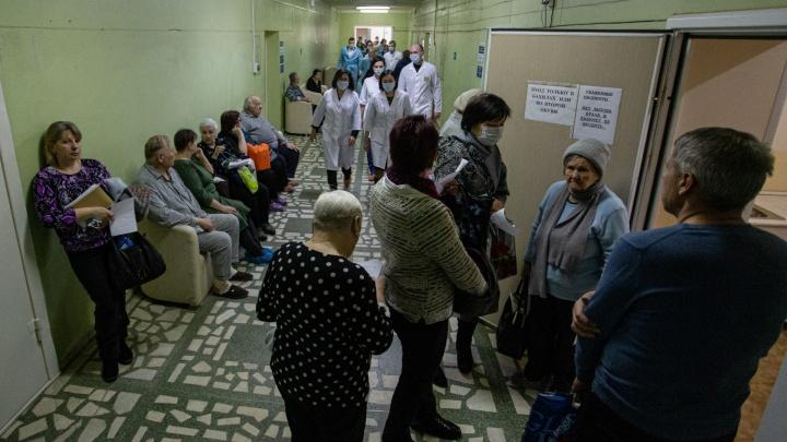 «Очереди собирались с пяти-шести утра»: Наталья Котова проверила ремонт крупной больницы Челябинска