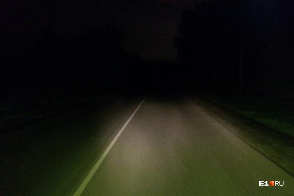 В темное время суток видимость на Сибирском тракте очень плохая. На оживленной дороге отсутствуют фонари