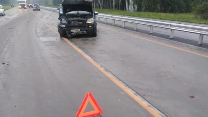 Смертельная авария под Новосибирском: грузовой «Мерседес» врезался в «Жигули» на трассе