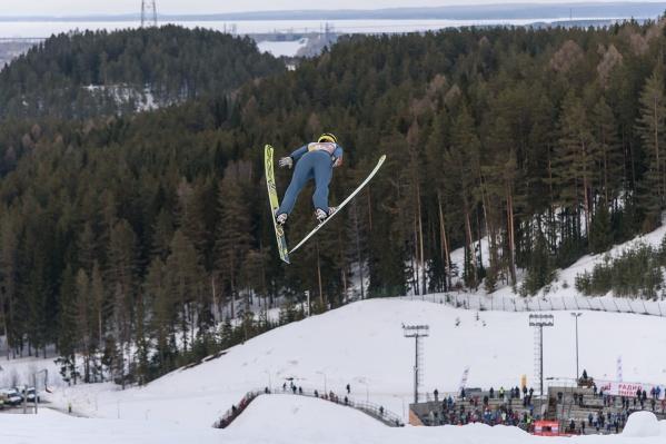 Фото сделано во время прошлогодней «Синей птицы»: этой весной соревнований «летающих» лыжниц в Чайковском не будет