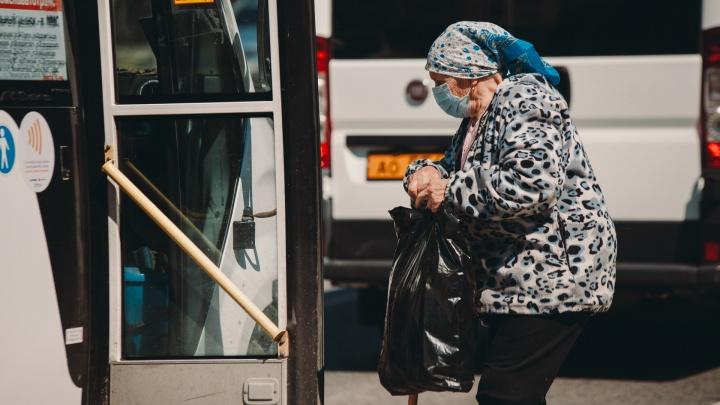 Пожилые тюменцы уже два месяца сидят в самоизоляции. Попытались узнать, выпустят ли их 1 июня