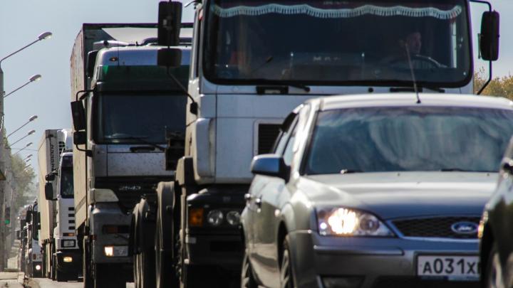 Многокилометровая пробка возникла на трассе перед Ростовом