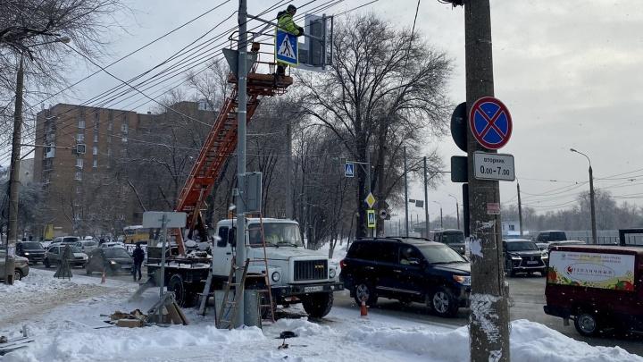 На дорогах Самары установили новые светофоры и знаки