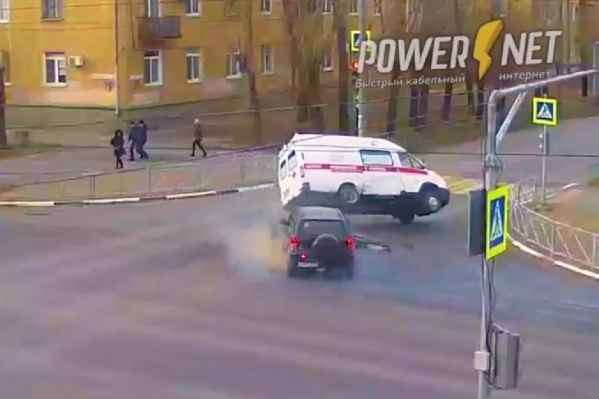Авария на перекрестке лишь чудом обошлась без пострадавших