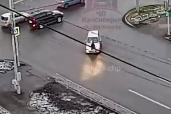 Водительница иномарки не пропустила пешехода на переходе