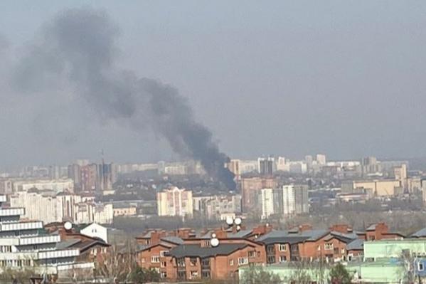 Черный столб дыма было видно за несколько километров
