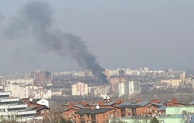 «Огонь стремительно распространялся»: над Октябрьским районом поднялся столб черного дыма