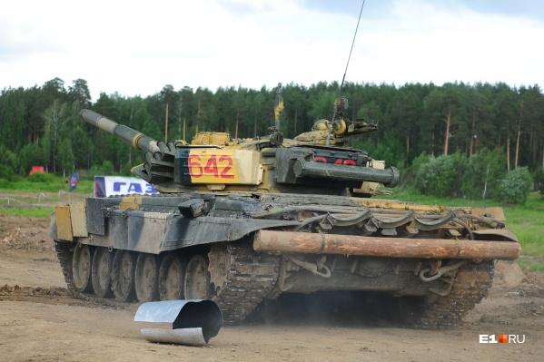 Весь город слышит выстрелы из танков на Свердловском полигоне