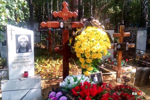 Дмитрия Чикваркина похоронили рядом с матерью и сестрой
