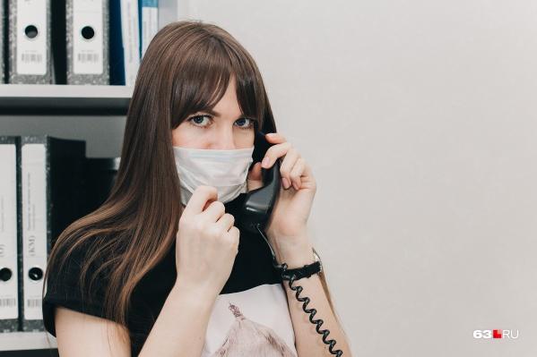 На горячие линии можно позвонить по мобильному или стационарном телефону